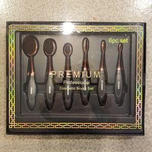 Set of 6 makeup brushes